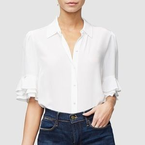 Frame Ruffle Short Sleeve Silk Top in Blanc